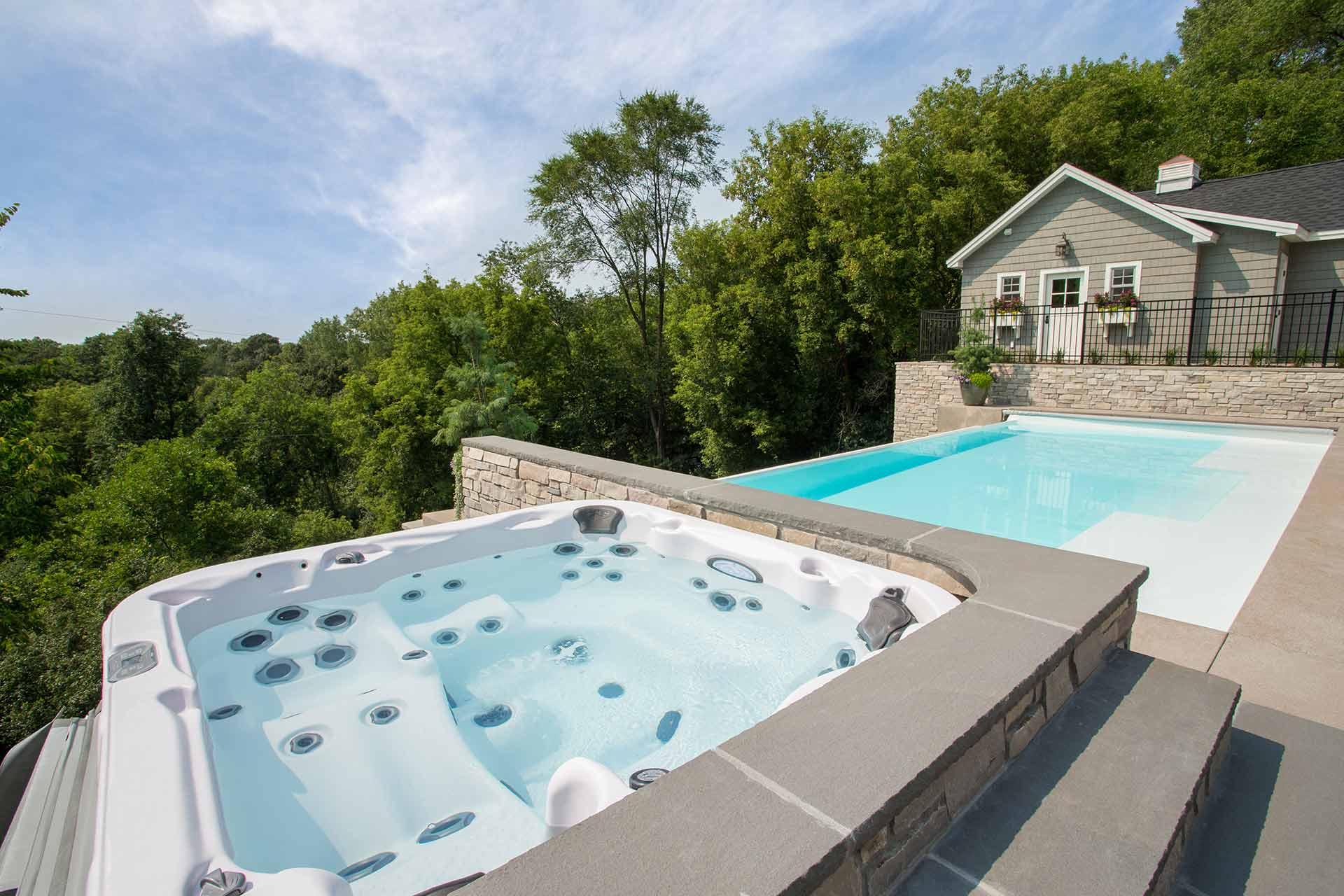 Whirlpool - Außenwhirlpool - Gartenwhirlpool - Whirlpool & Living
